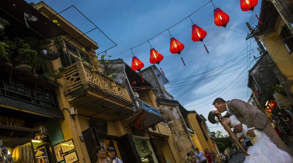 Old Town Lanterns Wedding Photo Shoot | Hoi An, Vietnam