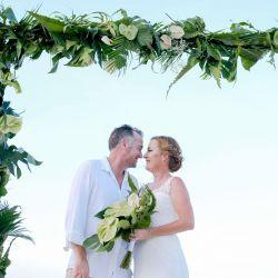 Ben-Kylee-wedding-couple-vietnam-beach